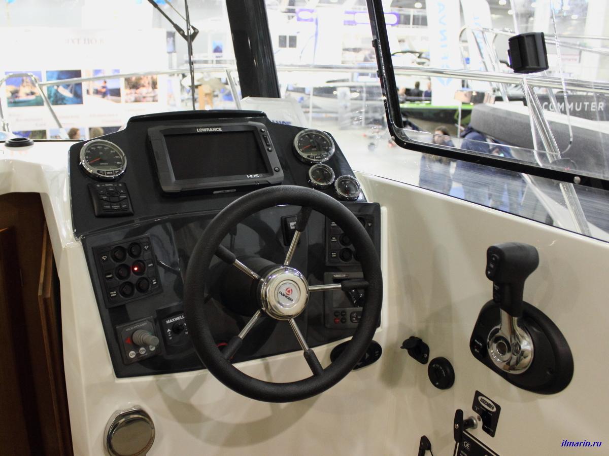 5 Пост управления катера Parker 600